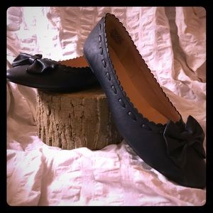 WANTED - Navy Flats w/Scalloped Edging and Bow